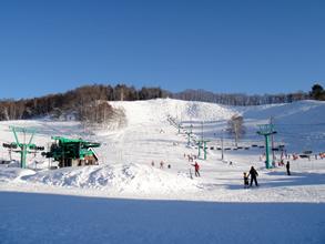 ゲレンデも横に広いスキー場