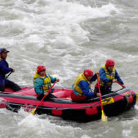 利根川で急流下り、ラフティング