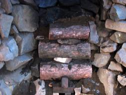 炭焼き釜に蓋